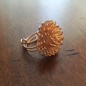 *FLASH* Gold Wire Flower Ring - Like New!